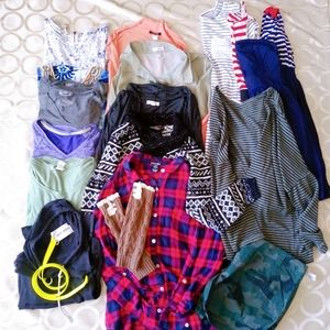 WOMENS OR JUNIORS CLOTHING MIXED LOT SZ SMALL